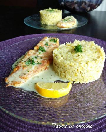 Filet de lieu pané et riz au jus de moules curry