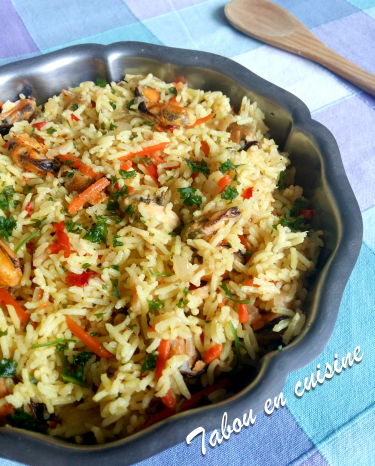 Riz épicé au curry et moules