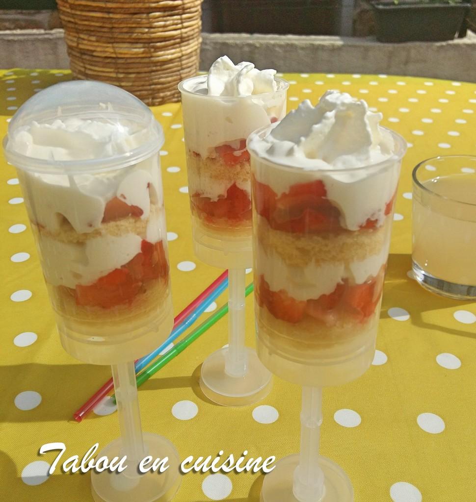 Push cake à la fraise et chantilly