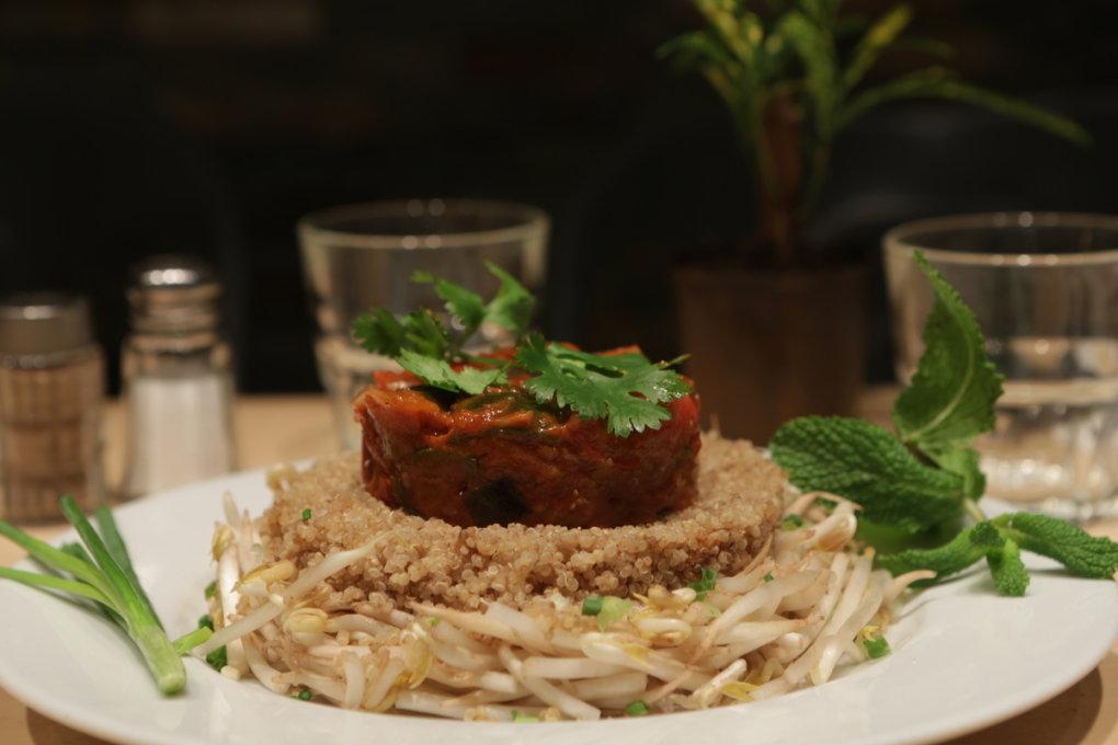 Chaud froid, ratatouille et quinoa / Croustillants de canard au jus de balsamic / Tartare de saumon au gingembre
