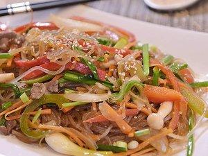 Le Bulgogi et Le Japchae avec des vermicelles de patates douces